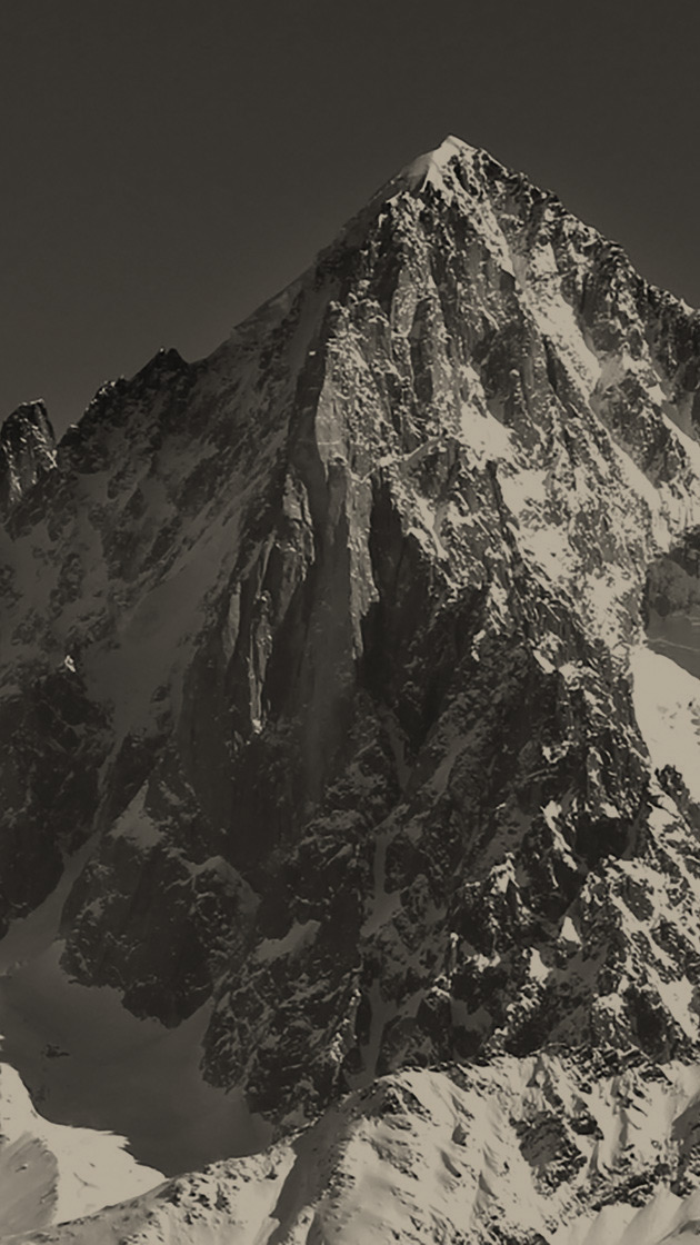 Snowy mountain peaks from the pinper.com web page header.